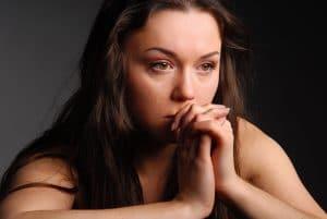 Bij onmogelijke keuzes speelt liefde niet echt een rol ook al vinden betrokken van wel. Naar mijn mening is het een vorm van emotionele chantage.